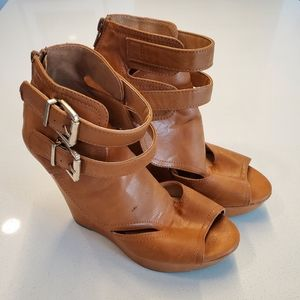 Wild Diva Lounge Light Brown Wedges | Size 7.5